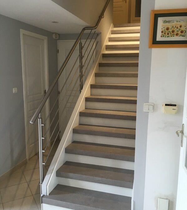 Mettre en valeur un escalier recouvert d'un ancien carrelage