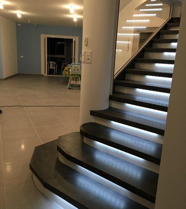 Sécurisé un escalier par l'installation de led blanc froid
