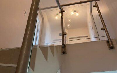 Comment sécuriser un escalier sans rampe de façon moderne
