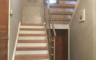 Rénover un escalier ouvert par recouvrement des marches